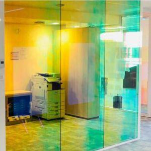 Transparentes Farbeffektglas